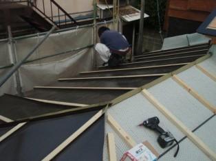 後で屋根がつくので先端は折ってあります。