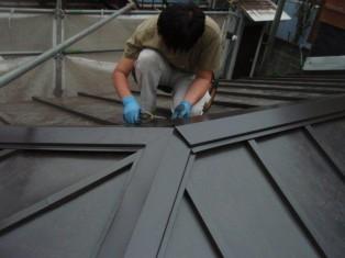 屋根をかぶせていきます。